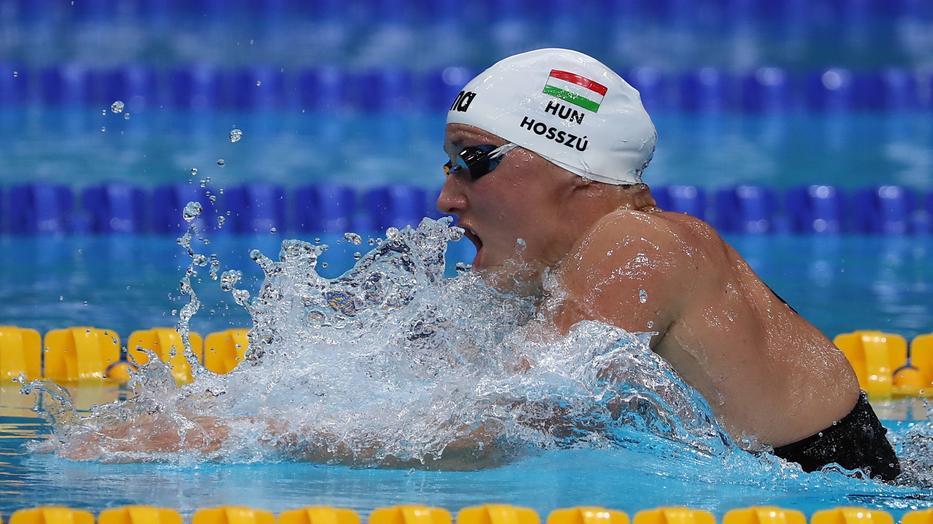 Az úszás nemcsak erősít, de a fogyásban is segít - Dívány